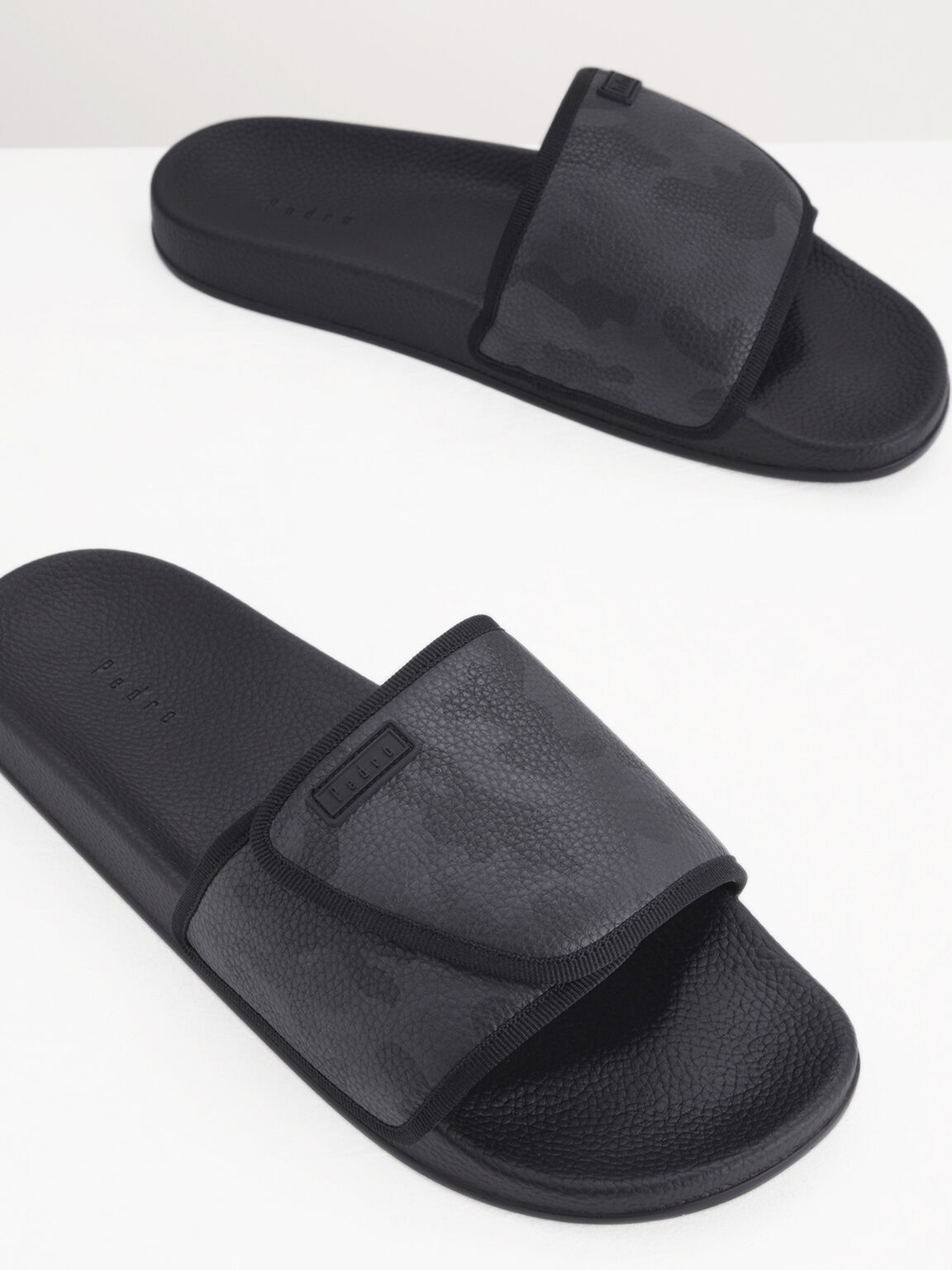 Camo-Effect Sliders, Black, hi-res