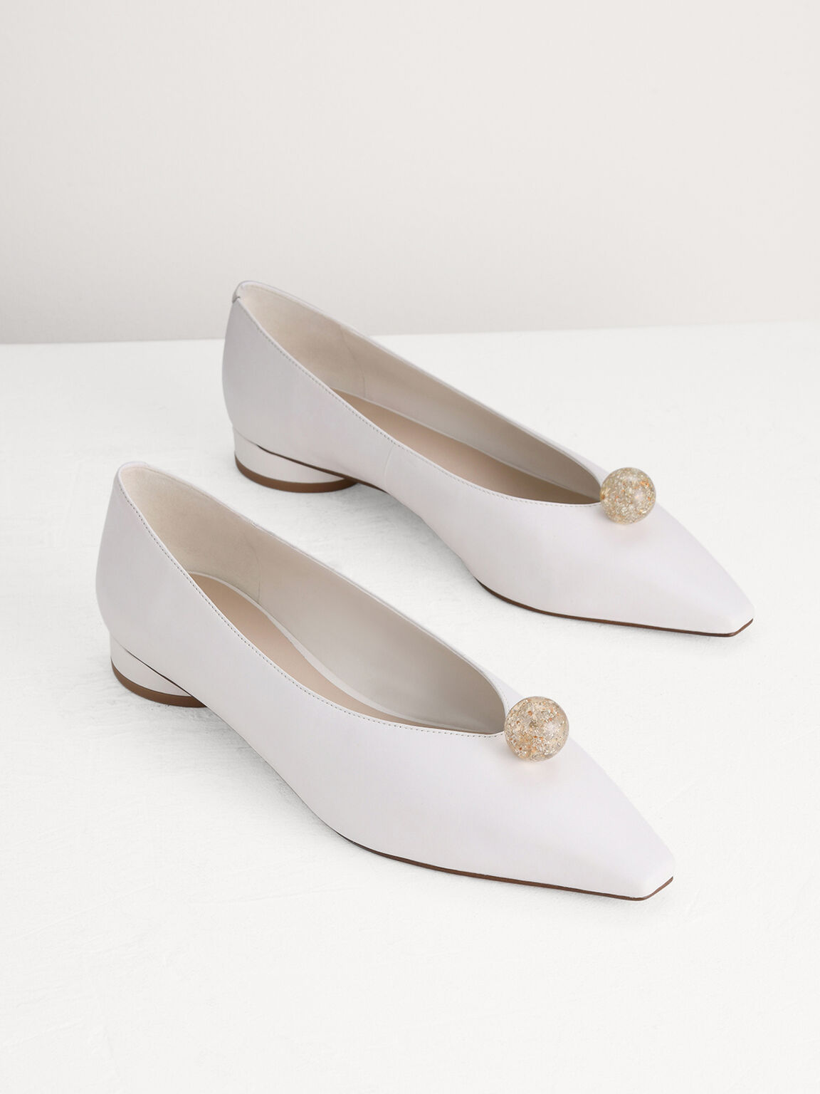 Leather Pumps with Sphere Ornament, White, hi-res